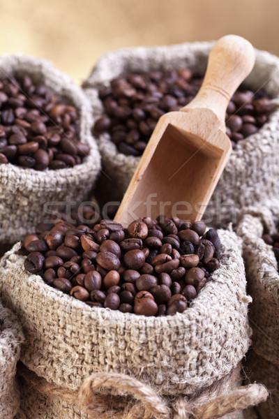 Koffiebonen jute zwarte donkere store Stockfoto © lightkeeper
