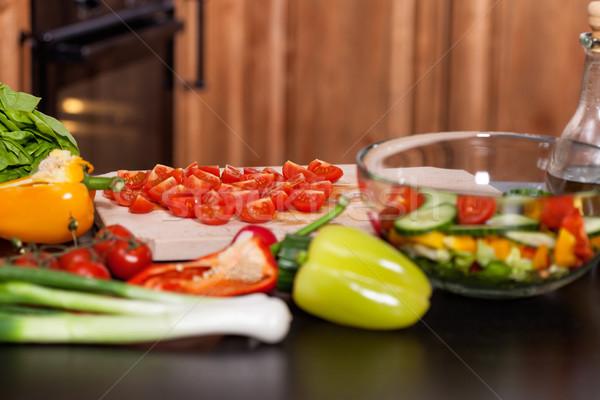 Ingrediënten plantaardige salade keukentafel tomaat Stockfoto © lightkeeper