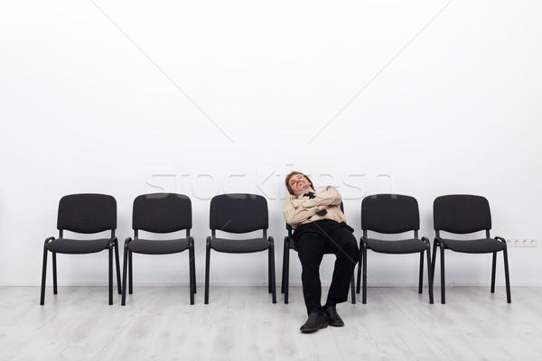 Müde Geschäftsmann warten Sitzung Stühle Zeile Stock foto © lightkeeper