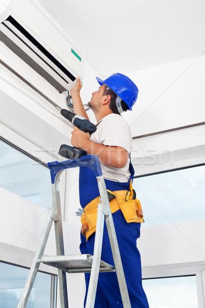Werknemer airconditioning eenheid afgewerkt man Stockfoto © lightkeeper