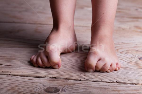 Döntésképtelenség gyermekkor gyerekek láb öreg fapadló Stock fotó © lightkeeper