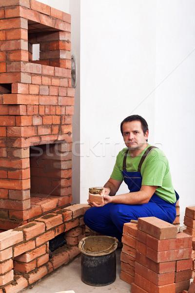Homem edifício alvenaria aquecedor argila Foto stock © lightkeeper