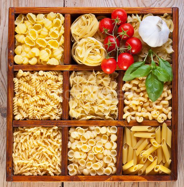 Pâtes variété boîte ail tomates basilic Photo stock © lightkeeper