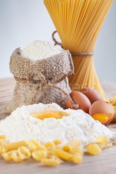 Ingrédients pâtes farine oeufs table en bois Photo stock © lightkeeper