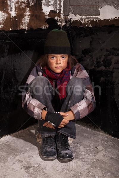 Pobre mendigo criança sessão rua escuro Foto stock © lightkeeper