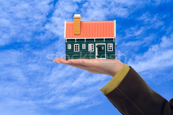 Ingatlan ajánlat üzletasszony bemutat lakásügy megoldás Stock fotó © lightkeeper