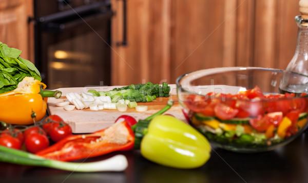 Készít friss zöldségek saláta tapsolás újhagyma közelkép Stock fotó © lightkeeper