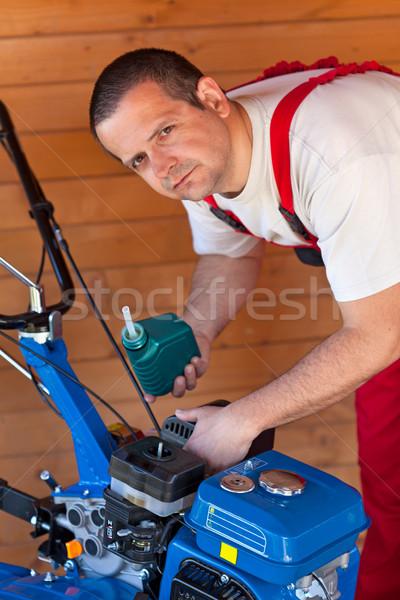 Entretien faible machine homme travail échelle Photo stock © lightkeeper