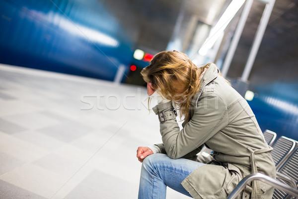 Depresji młoda kobieta posiedzenia metra stacja smutne Zdjęcia stock © lightpoet