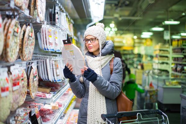 Güzel genç kadın alışveriş bakkal soğuk kış Stok fotoğraf © lightpoet