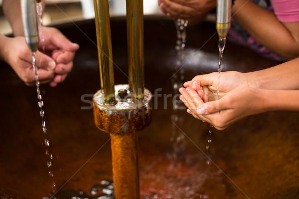 Insanlar doldurma yukarı eller sağlıklı maden suyu Stok fotoğraf © lightpoet