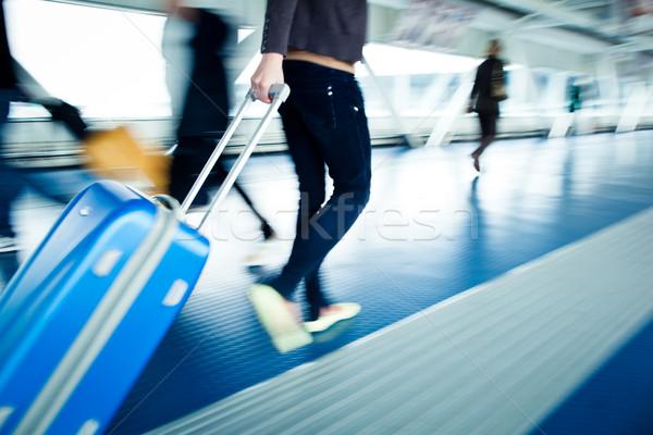 Mensen koffers lopen gang luchthaven haast Stockfoto © lightpoet