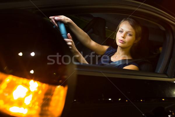 Stock fotó: Csinos · fiatal · nő · vezetés · modern · autó · éjszaka