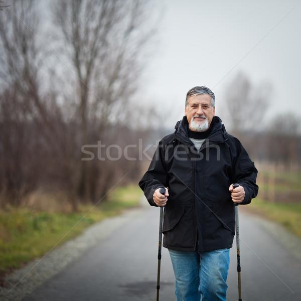 Supérieurs homme marche extérieur Photo stock © lightpoet