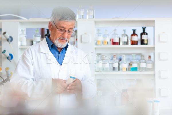 Starszy chemia laboratorium kolor komputera biuro Zdjęcia stock © lightpoet