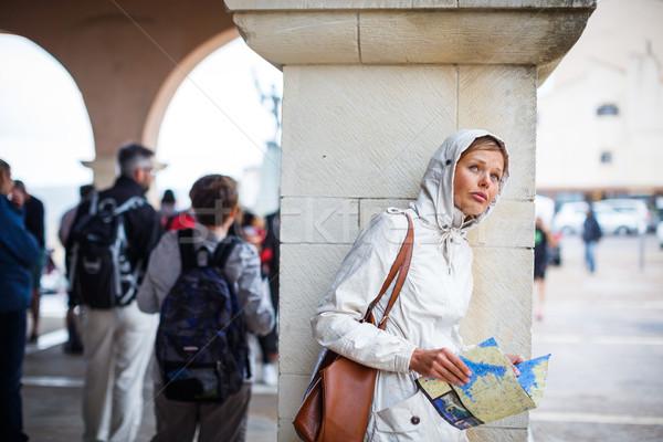Femenino turísticos mapa extranjero ciudad Foto stock © lightpoet