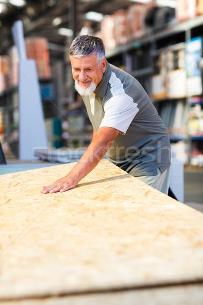 Stok fotoğraf: Kıdemli · adam · satın · alma · inşaat · ahşap