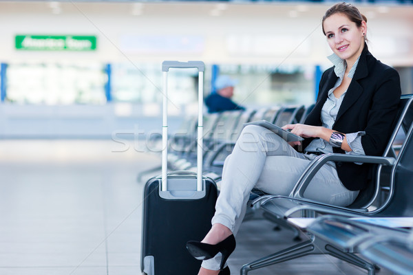 Stock fotó: Fiatal · női · repülőtér · táblagép · vár · repülés