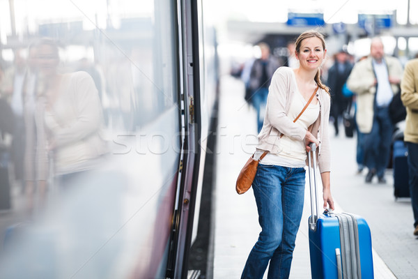 Csinos fiatal nő beszállás vonat városi sétál Stock fotó © lightpoet
