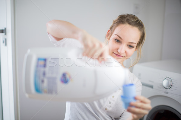 Ménage jeune femme buanderie coloré vêtements machine à laver Photo stock © lightpoet