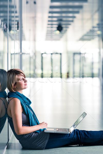 Zdjęcia stock: Dość · kobiet · student · laptop · uczelni · kampus