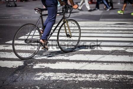 Stock fotó: Férfi · bicikli · Manhattan · üzletember · öltöny · busz