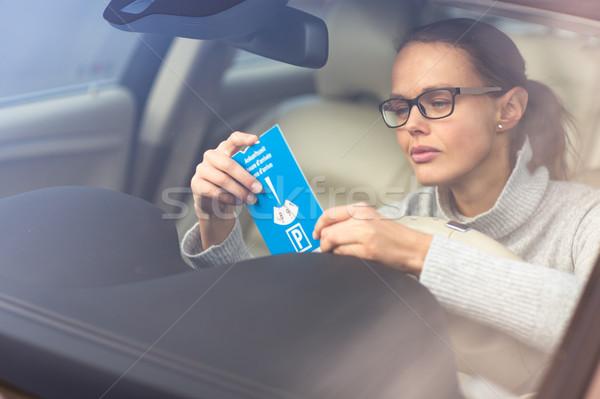 Bastante mulher jovem condução necessário estacionamento Foto stock © lightpoet