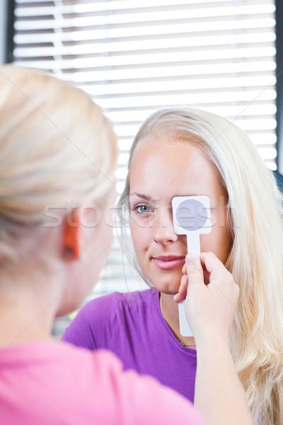 Zdjęcia stock: Młodych · kobiet · pacjenta · oczy · okulista · dość