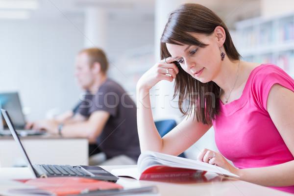 Zdjęcia stock: Biblioteki · dość · kobiet · student · laptop · książek