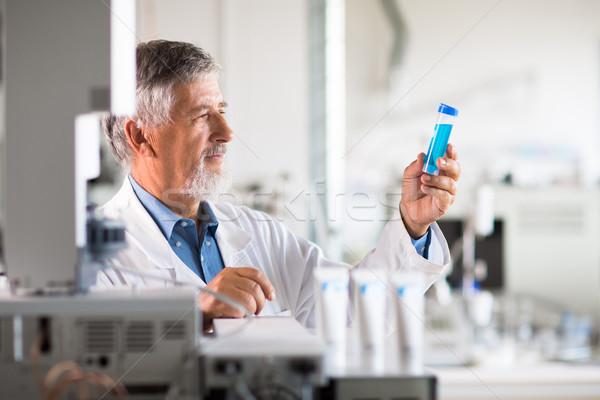 Kıdemli kimya laboratuvar renk ofis çalışmak Stok fotoğraf © lightpoet