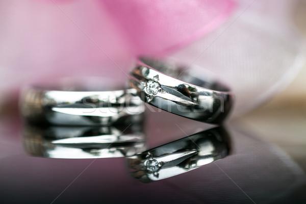 Deux alliances mariage jour coup réfléchissant Photo stock © lightpoet