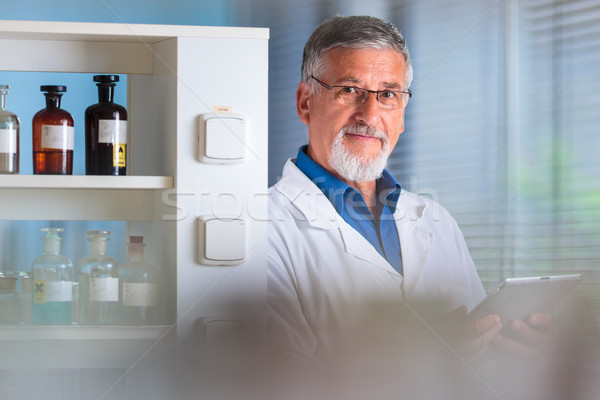 Stockfoto: Senior · chemie · lab · kleur · computer · kantoor