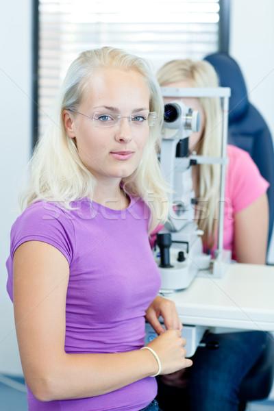 Młodych kobiet pacjenta oczy dość okulista Zdjęcia stock © lightpoet