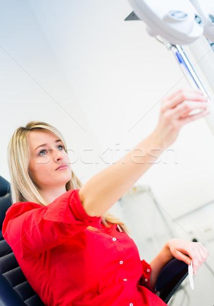 Dość młoda kobieta oczy okulista kolor obraz Zdjęcia stock © lightpoet