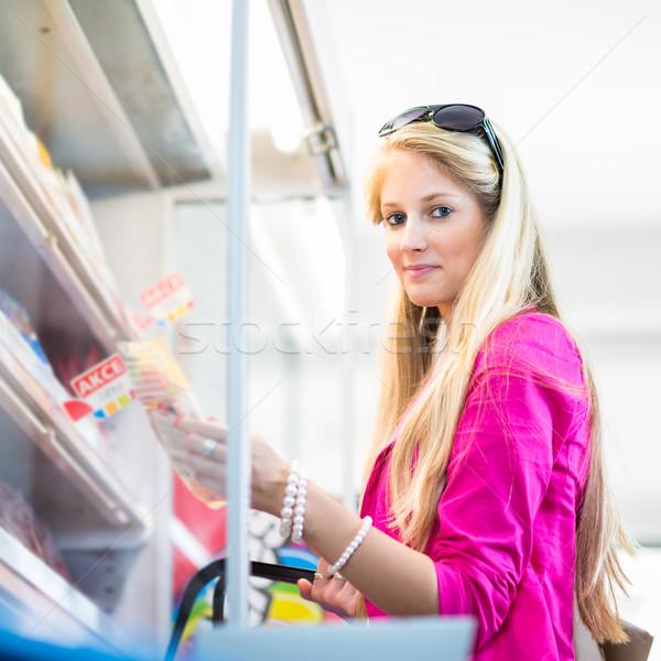 Photo stock: Belle · jeune · femme · Shopping · épicerie · couleur · femme