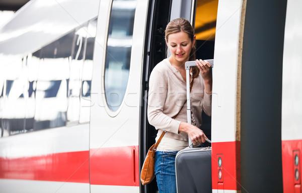 Csinos fiatal nő beszállás vonat város városi Stock fotó © lightpoet