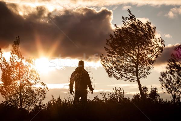 Maceraperest adam gün batımı doğa tek başına ayakta Stok fotoğraf © lightpoet