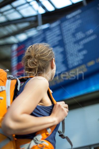 Bastante espera tren embarque color Foto stock © lightpoet