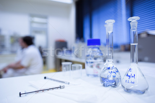 Chemie lab ondiep focus glaswerk Stockfoto © lightpoet