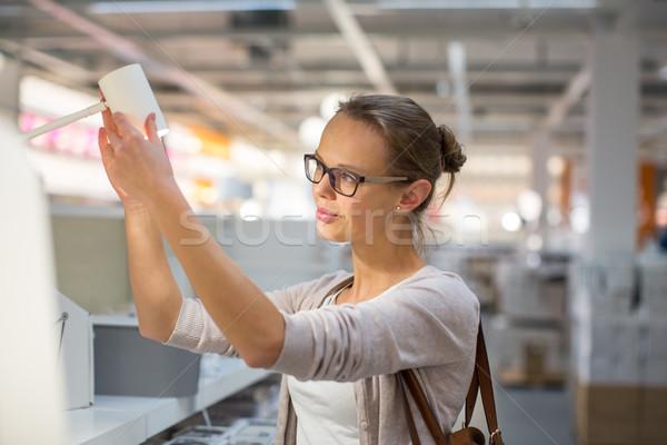 Bastante mulher jovem escolher direito luz moderno Foto stock © lightpoet