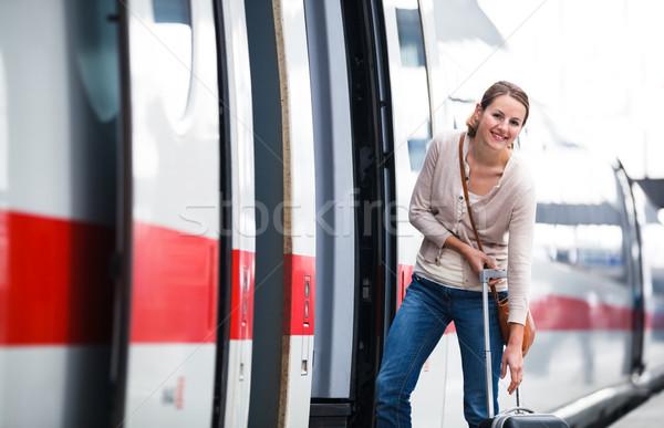 Foto stock: Bastante · embarque · tren · urbanas · caminando