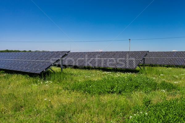 Luz solar recurso energia renovável painéis solares céu Foto stock © lightpoet