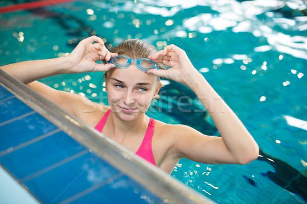 Foto stock: Feminino · piscina · rastejar · raso