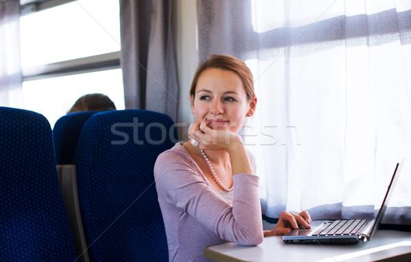 Mulher jovem usando laptop computador trem raso Foto stock © lightpoet