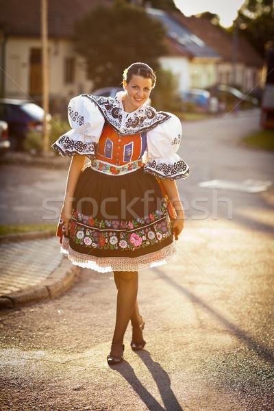 Tradição vivo mulher jovem decorado cerimonial traje Foto stock © lightpoet