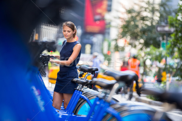 Város bicikli nő elvesz nyilvános bicikli Stock fotó © lightpoet