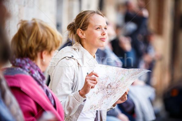 Káprázatos női turista térkép külföldi város Stock fotó © lightpoet