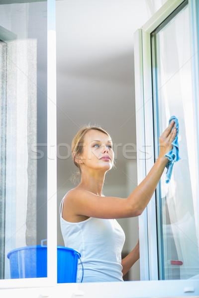 Foto stock: Bastante · mulher · jovem · casa · trabalhar · lavagem · windows