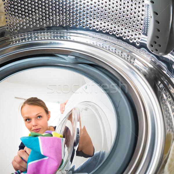Trabalhos domésticos mulher jovem lavanderia raso cor Foto stock © lightpoet