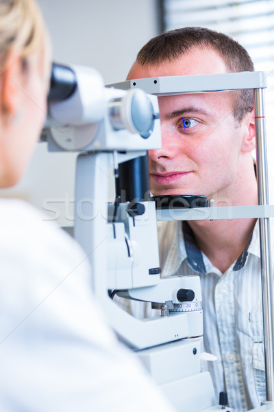 Knap jonge man ogen oogarts kleur afbeelding Stockfoto © lightpoet